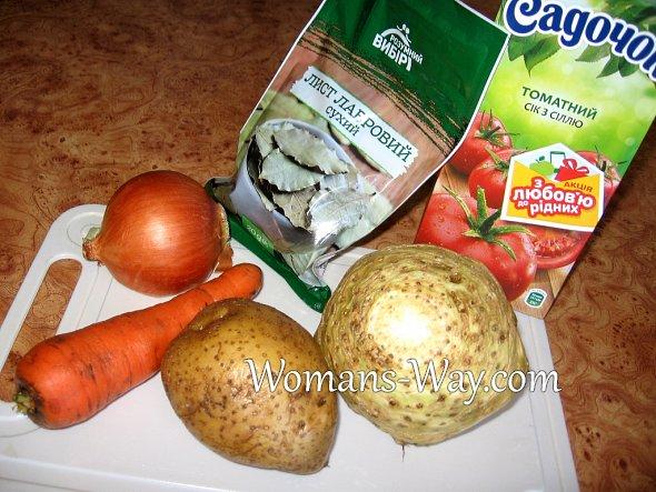 Продукты для сельдерейного супа с томатным соком